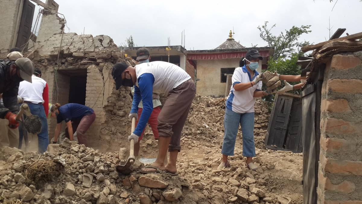 Generations For Peace Volunteers Support Nepal Earthquake Relief Efforts