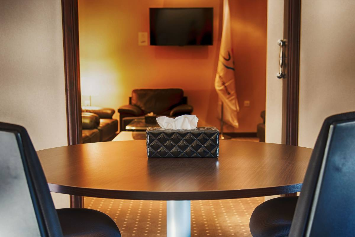 vip-room-area-meeting-room-luxury-service-generations-for-peace-jordan-amman-facilities-headquarters-rent