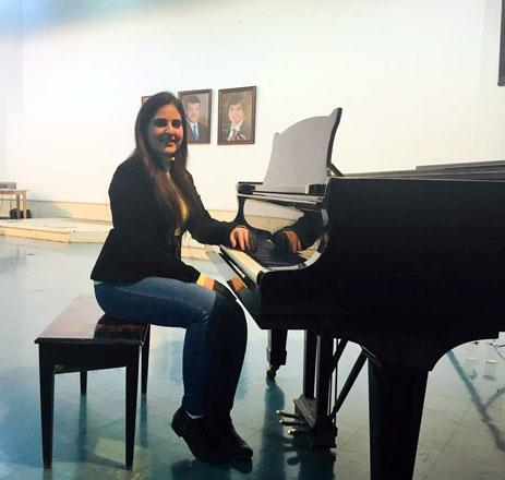 Young Jordanian strikes a chord teaching Arabic with aid of music