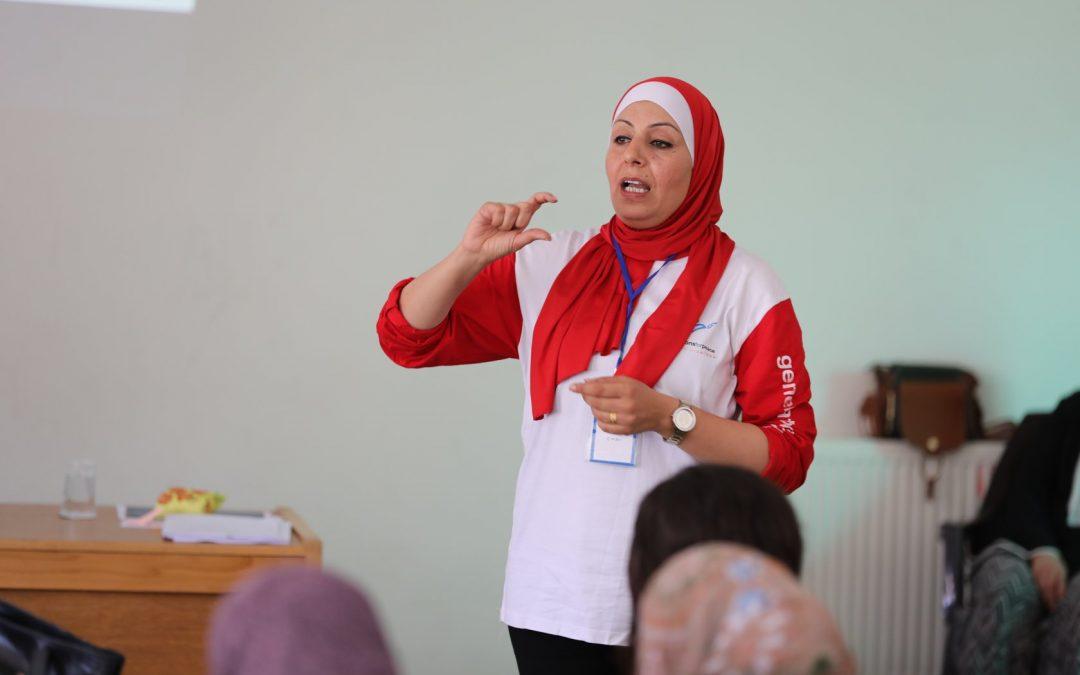 """أريج … معلمة تعزز مهارات الفتيات من خلال """"أبو الفنون"""""""
