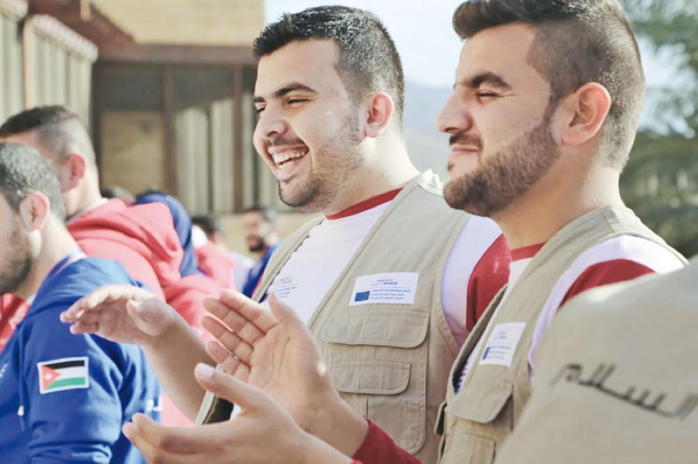 الخوالدة يحقق ذاته بالتطوع لتمكين الشباب